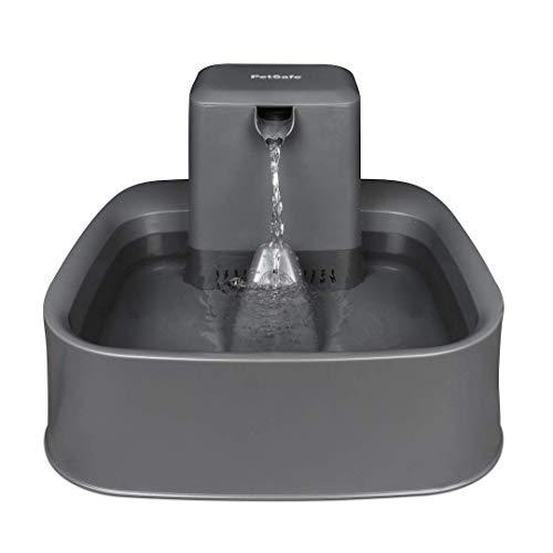 PetSafe Drinkwell Trinkbrunnen 1,8 Liter, Katzenbrunnen, Trinkbrunnen für Katzen und kleine Hunde, Einstellbarer Wasserfluss, BPA-frei, Duales Filtersystem, Leicht zu reinigen, Neues Modell, grau